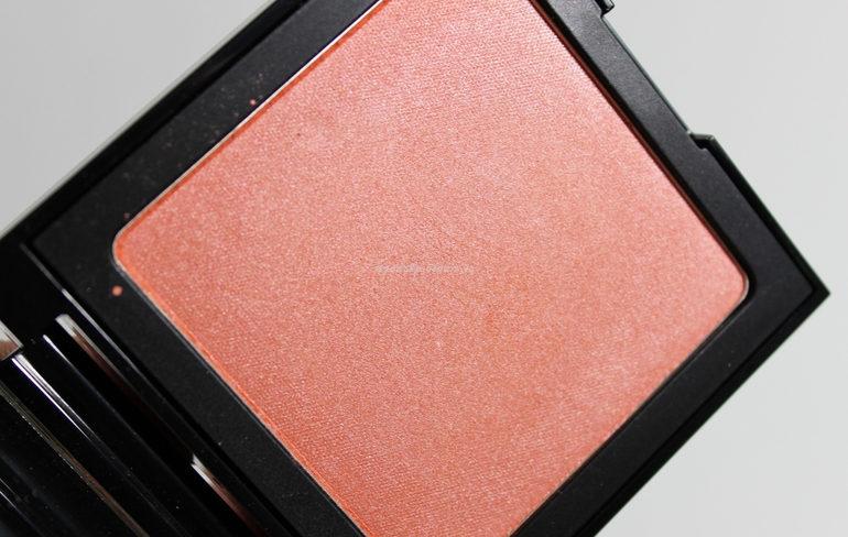 Luninous Sheer Blush col. 004 Coral Blink Collezione No Flash, Please! Defa Cosmetics