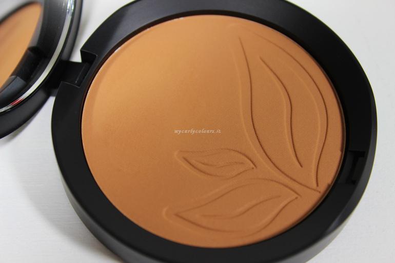 Dettaglio Bronzer 05 collezione P/E 2018 PuroBio Cosmetics con luce artificiale