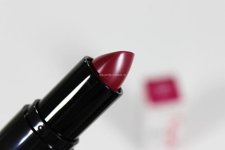 Dettaglio rossetto Borgogna Love's Nature Equilibra