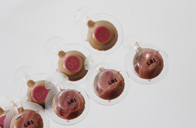 Dettaglio candies Crema Illuminante Monocare