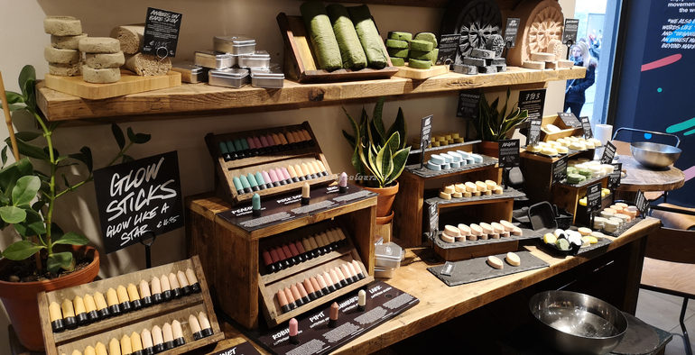 Store Lush Via Torino #naked