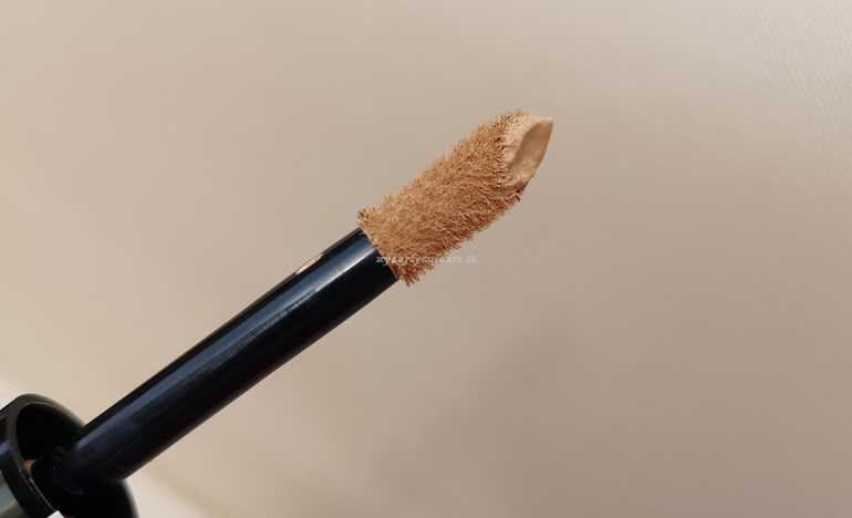 Applicazione Infaillible More than concealer L'Oreal