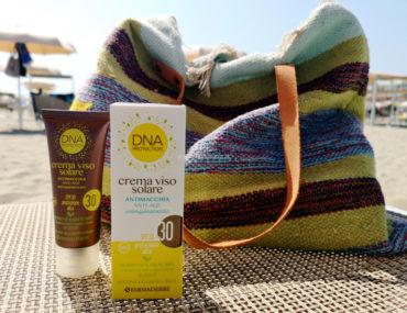 Crema viso solare antimacchia antiage antinquinamento SPF 30 DNA Protection Farmaderbe