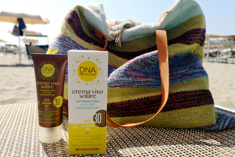 Crema viso solare antimacchia antiage antinquinamento SPF 30 DNA Protection Farmaderbe
