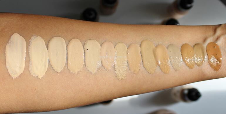 Swatch luce naturale 14 tonalità Sublime Drop Foundation PuroBio Cosmetics