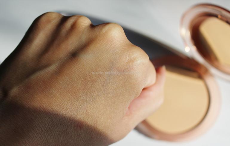 Swatch sfumato Swatch cipria Close-Up Smoothing Pressed Powder Nabla Medium