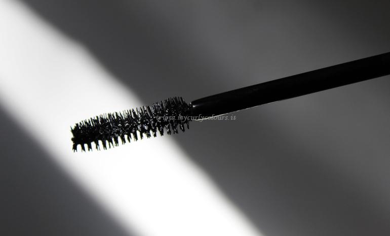 Dettaglio scovolino scaricato mascara Black Too Black PuroBIO